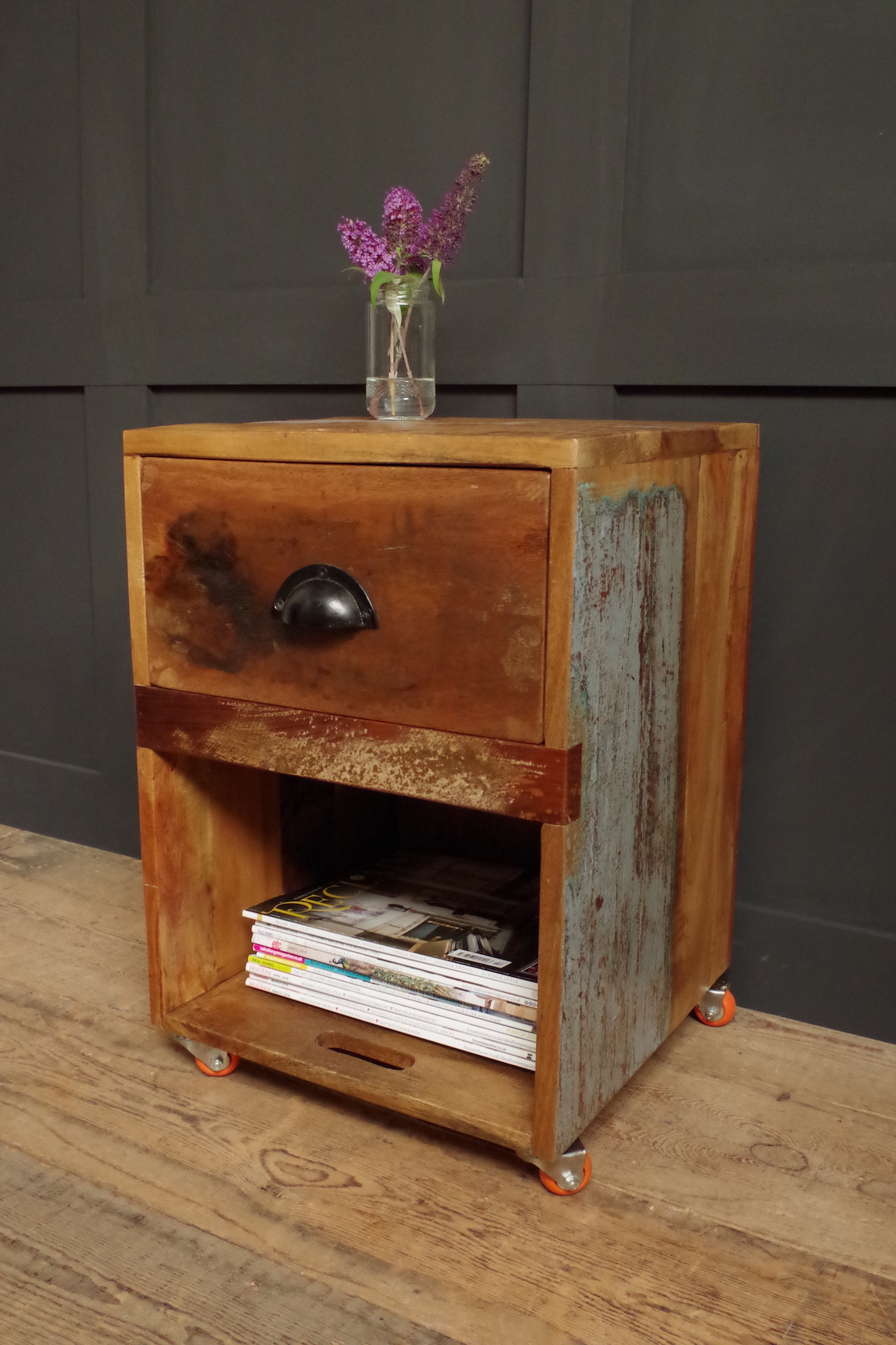 Wooden crate side table on wheels for Wooden crate end table