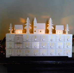 normal_white-wooden-led-lit-advent-calandar